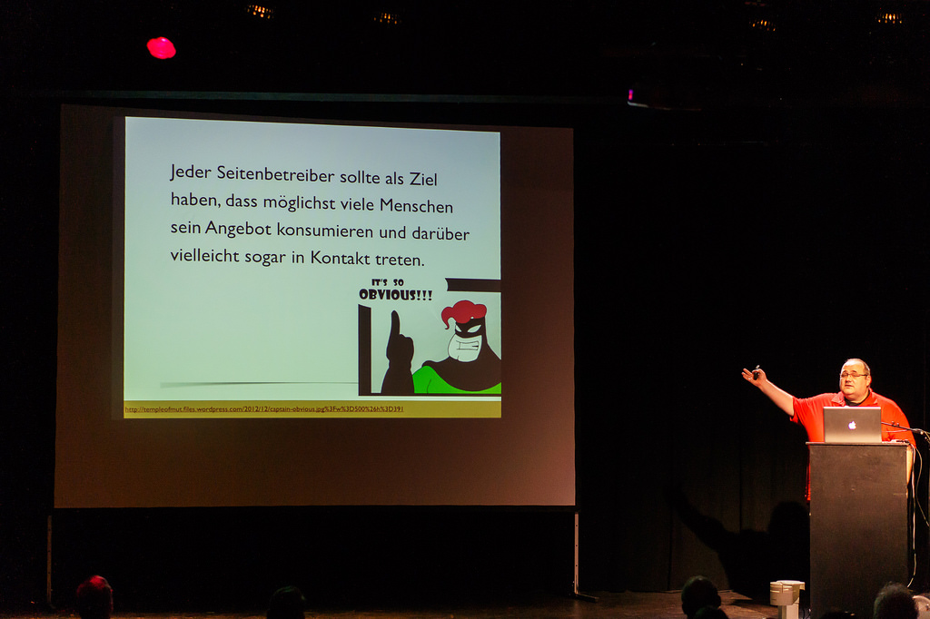 Jens Grochtdreis am Renderpult auf dem 58. Webmontag in Frankfurt